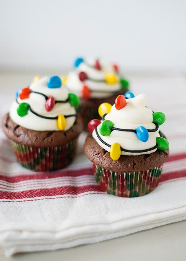 christmas-light-cupcakes03-min