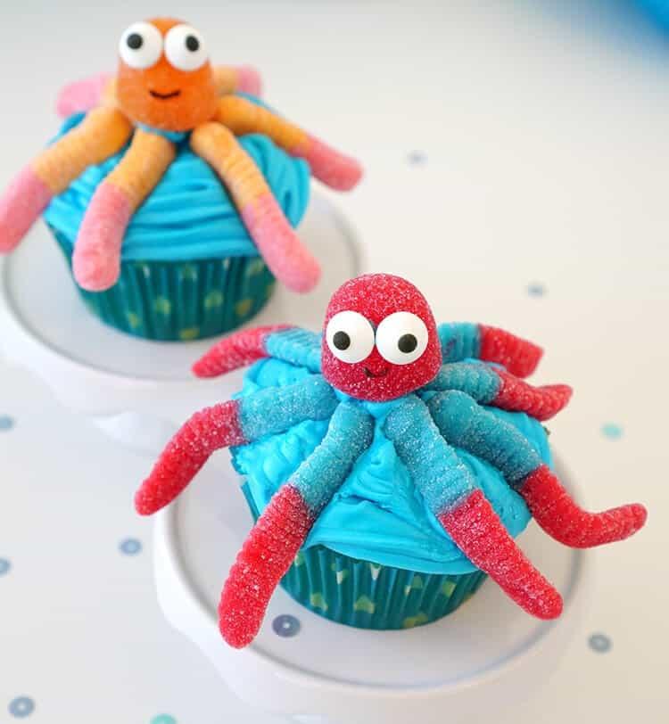 Candy-Gummi-Octopus-Cupcakes-min
